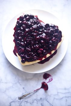 Wouldn't this be amazing to serve guests instead of a traditional cake?   Cherry Cheesecake | ZoeBakes