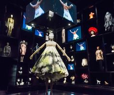 alexander mcqueen v&a exhibition | ... gallery at London's Alexander McQueen: Savage Beauty exhibition