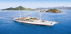 TOP 40 PRIVATE LUXURY SUPERYACHTS IN THE WORLD