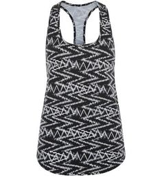 "Try printed gym wear for your work out with this zig zag sports vest.- All over zig zag print- Scoop neckline- Sleeveless design- Casual fit that is true to size- Curved hem- Breathable design- 4 way stretch material- Model is 5'8""/176cm and wears UK 10/EU 38/US 6"