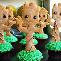 Dancing Baby Groot Cupcakes ~So Cute! My family tree has Extensive Branches, so I thought that Baby Groot Cupcakes would be perfect for the Cup Cake Walk at our Reunion this summer! Cupcake Videos, Cupcake Recipes, Cupcake Cakes, Nerd Cupcakes, Dance Cupcakes, Funny Cupcakes, Birthday Cupcakes, Cupcake Toppers, Cupcakes Galaxie