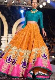 New indian bridal lehenga orange fashion styles Ideas Mode Bollywood, Bollywood Fashion, Bollywood Bridal, Indian Attire, Indian Wear, India Fashion, Asian Fashion, Ethnic Fashion, Orange Fashion
