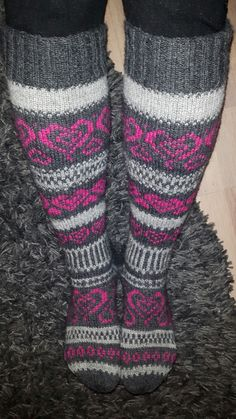 Sydän sukat Nalle-langasta Leg Warmers, Socks, Legs, How To Make, Accessories, Craft Ideas, Google, Fashion, Moda