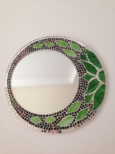 Stained Glass Mirror, Mirror Mosaic, Mosaic Diy, Mosaic Crafts, Mosaic Projects, Stained Glass Projects, Mosaic Wall, Mosaic Glass, Mosaic Tiles