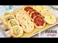 Le pizzette da buffet sono delle soffici pizzette molto facili da preparare, oggi vediamo come realizzarle in mille gusti diversi....