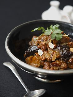 Lamb tagine with prunes and almonds - cooking - - Cheryl Singer - African Food Batch Cooking, Cooking Recipes, Healthy Recipes, Cooking Lamb, Food Tags, Yum Yum Chicken, Diet And Nutrition, Chicken Recipes, Food And Drink