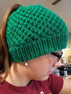Ravelry: Ponytail Winter Hat pattern by Rosemary Krimbel Messy Bun Knitted Hat, Ponytail Hat Knitting Pattern, Beanie Knitting Patterns Free, Knit Headband Pattern, Baby Hats Knitting, Knitted Hats, Free Knitting, Hat Patterns, Loom Knitting