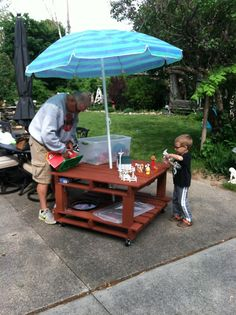 Pallet play table