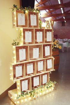 6 jeux pour votre plan de table : le premier qui trouve sa place a gagné! Wedding Table Decorations, Wedding Themes, Wedding Events, Wedding Reception, Wedding Day, Wedding Locations, Gold Wedding, Diy Wedding, Weddings