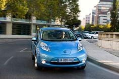 Seguros - Asegurar a todo riesgo un coche eléctrico es un 61 por cien más caro que un híbrido
