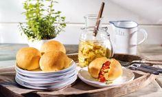 Hefekugeln mit Anti-Pasti-Gemüse Rezept: Hefebrötchen mit einer Gemüsefüllung - Eins von 5.000 leckeren, gelingsicheren Rezepten von Dr. Oetker!