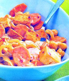 Scharfes Tofu-Gulasch … vegetarisch und richtig lecker …400 g Räuchertofu – 1-2 TL Sambal oelek (indonesische Gewürzpaste) – 2 Zwiebeln – 2 Knoblauchzehen – 2 mi…