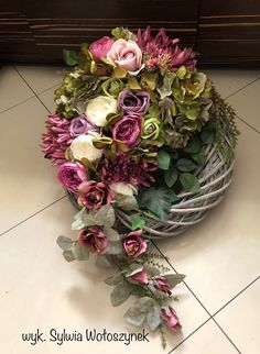 Artist and design by Edyty Zając Chruściel Silk Floral Arrangements, Floral Centerpieces, Grave Decorations, Flower Decorations, Art Floral, Christmas Wreaths, Christmas Decorations, Memorial Flowers, Magnolia Wreath