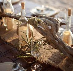 Bouteilles et chemin de table en chanvre # Un mariage sur une plage
