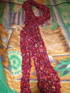 Bufanda de cintas bordó