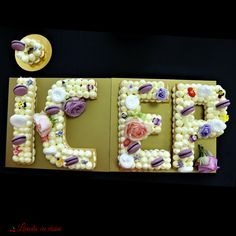 #Anniversary #cake #lettercake #numbercake #bakedwithlove #paulamoldovan #floral #design #livadacuvisini #macarons #flowers #birthday #tort #aniversar #litere #numere #byappointmentonly #icep Number Cakes, Macarons, Floral Design, Anniversary, Sweets, Lettering, Birthday, Frame, Flowers
