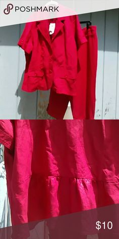Red pant suit Has peplum back studio 1840 Pants Ankle & Cropped