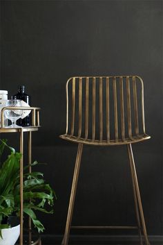 This simple stylish design bar stool is perfect for kitchen islands and bars The Midas Bar Stool is created in an antiqued gold metal and features simple line design. Eames Chairs, Bar Chairs, Island Chairs, High Chairs, Desk Chairs, Brass Bar Stools, Counter Stools, Chic Desk, Leather Dining Room Chairs