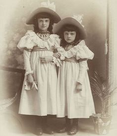 +~+~ Antique Photograph ~+~+  Victorian Sisters in Matching Outfits
