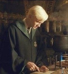 Draco in Potions class ('The Halfblood Prince') Mundo Harry Potter, Harry Potter Draco Malfoy, Draco And Hermione, Harry Potter Cast, Harry Potter Characters, Harry Potter World, Harry Potter Fandom, Ron Weasley, Draco Malfoy Aesthetic