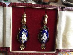 En ce moment aux enchères #Catawiki: Boucles d'oreilles Bourbon, moitié du XIXème siècle, en or 15ct, émail e...