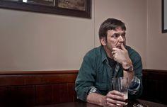 Im schottischen Edinburgh trifft man den Krimi-Autor Ian Rankin häufig in der Oxford Bar - auch der Stamm-Pub seiner Hauptfigur, Inspektor John Rebus. Ein Gespräch über Punk, Pensionierung und die Psyche einer Stadt.