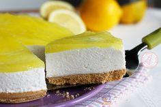 la cheesecake al limone senza cottura una ricetta facile veloce e golosissima super fresca e facilissima da preparare. Perfetta per l'estate.