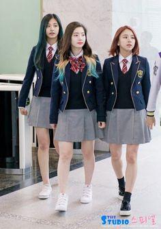 Twice Dahyun Tzuyu Chaeyoung hanlim School Uniform Outfits, Cute School Uniforms, Girls Uniforms, Moda Kpop, School Id, School Meal, High School, Girls In Mini Skirts, Dahyun