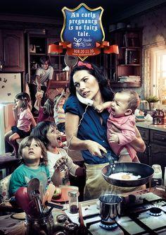 Realisme en fantasie komen samen in deze advertentie. Een vroege zwangerschap is tenslotte geen sprookje.