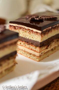 Знаменитый французский торт из чёрного шоколада и масляного крема с неповторимым ароматом кофе.
