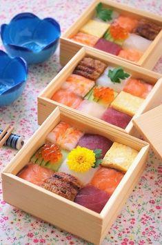 さて、少し前からインスタで話題となり、ひな祭りに盛り上がったモザイク寿司をご存知でしょうか?我が家は今更!(笑)見た目の可愛らしさから女子受け抜群の1品で... Sushi Recipes, Easy Healthy Recipes, Food Art Painting, Food Business Ideas, Sushi Donuts, Japanese Food Sushi, Chicken Menu, Food Art For Kids, Taiwan Food