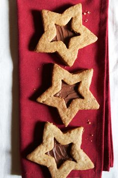 Hazelnut-Chocolate Linzer Cookies | http://saltandwind.com