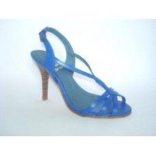 Sandália em couro Azul Bic. La Vile Calçados em couro legítimo. Calçados que produzimos através de encomendas do nº 30 ao nº 33 www.lavile.com.br