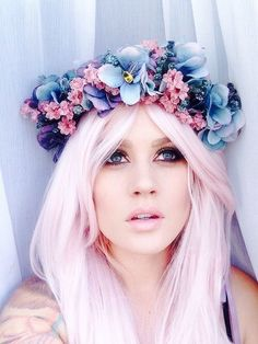 Should Do This To My Hair LOVE IT!!! Need That Hair and That Flower Crown So…