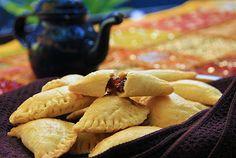 Empanadas de miel de chiverre con una buena taza de café 1820, perfecto para compartir en Semana Santa.
