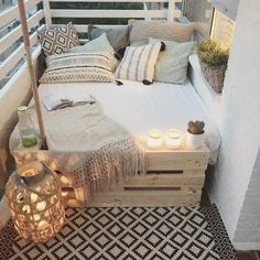 big bed small balcony deco - Home Deco - Balkon First Apartment, Apartment Living, Cozy Apartment, Apartment Ideas, Apartment Design, Living Rooms, Small Apartments, Small Spaces, Patio Ideas For Apartments