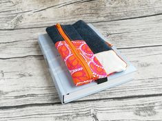 Doppel-Pennal Jeans-pink-orange Orange, Jeans, Pink, Etsy, Reading Glasses, Beautiful Bags, Hand Sewn, Pens, Fabric Animals