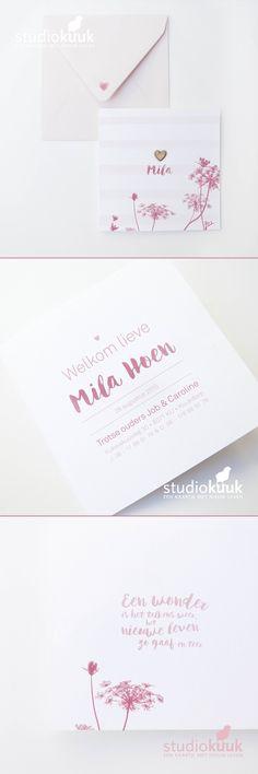 Sprankelend geboortekaartje meisje_met houten hartje_koraal roze met fel roze_ geverde letters_veldbloemen_bij_strepen_zacht roze envelop #www.studiokuuk.nl
