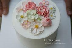 플라워케이크#cake#flowercake#buttercreamcake#bypeekaboos