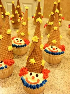 Clown Cupcakes No. Clown Cupcakes, Carnival Cupcakes, Clown Cake, Circus Carnival Party, Circus Theme Party, Carnival Food, Carnival Themes, Themed Cupcakes, Birthday Cupcakes