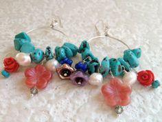 Colorido piedra azul y perla aro pendientes por urbangypsydreams, $28.00
