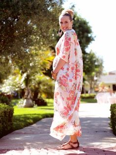 Gorgeous summer maternity style with floral kaftan dress