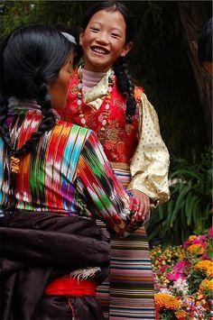 petitcabinetdecuriosites:  (via Tibet - Ikat stripe | I colori del mondo | Pinterest)