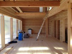 Modern log house / Moderni hirsitalo. Proceeding with the assembly.