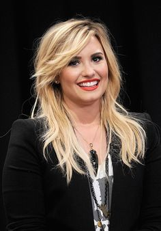 Demi Lovato Textured straight hair