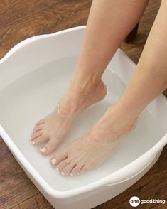 Swollen Feet Remedies Soothe Tired And Sore Feet With This Blissful Foot Soak - One Good Thing by Jillee - Got tired, sore, or swollen feet? Treat yourself to a relaxing and rejuvenating foot soak. Only three simple ingredients needed! Doterra, Foot Soak Recipe, Foot Remedies, Natural Remedies, Health Remedies, Hydrogen Peroxide Uses, Peroxide Hair, Foot Odor, Sore Feet