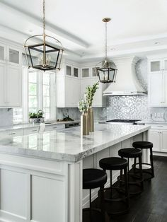 Cool 50+ Incredible White Kitchen Design Ideas https://hgmagz.com/50-incredible-white-kitchen-design-ideas/