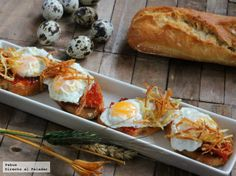 Aperitivo con huevos de codorniz montaditos en sobrasada Raw Food Recipes, Appetizer Recipes, Great Recipes, Cooking Recipes, Favorite Recipes, Healthy Recipes, Spanish Dishes, Spanish Tapas, Spanish Food