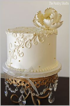 petite single tier ivory wedding cake with ivory gold tip sugar flower top by the pastry studio Gorgeous Cakes, Pretty Cakes, Amazing Cakes, White And Gold Wedding Cake, Ivory Wedding Cake, Cupcakes, Cupcake Cakes, Mini Cakes, Bolo Russo