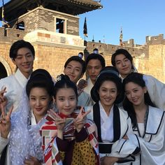 "Scarlet Heart: Ryeo on Twitter: ""#MoonLovers #ScarletHeartRyeo Park Ji Young posted a photo of the cast on her instagram! https://t.co/zc9JXKBnnH   #달의연인_보보경심려 https://t.co/CXs7oGdWFP"""